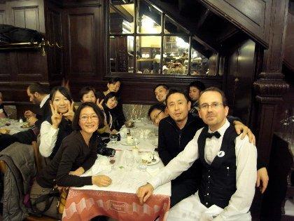 飯田氏との出会いをきっかけに実現したパリのカフェを巡るツアー